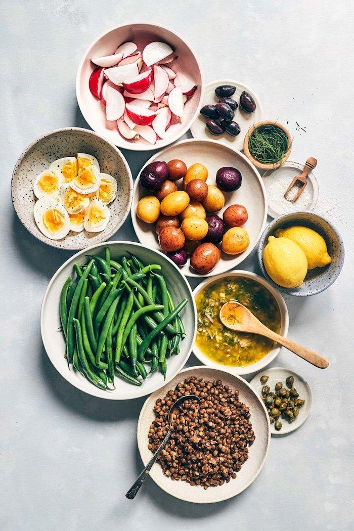 gelbe zitronen salat zum grillen schnell gemacht zutaten für einen sommerlichen salat eier oliven und kartoffeln
