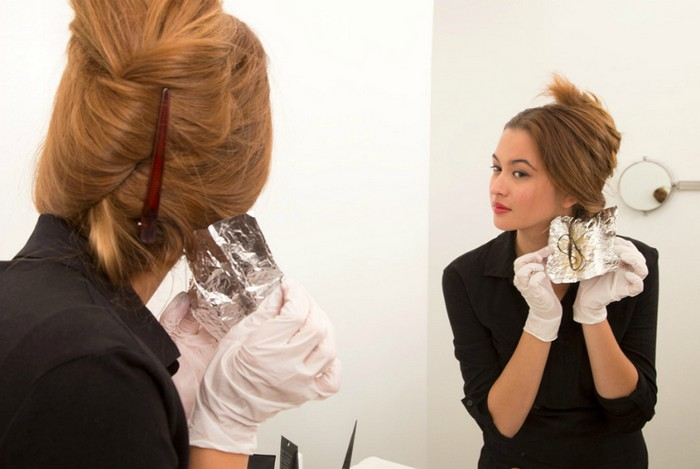 haaransatz färben kupfer haare mit blonden strähnen haare selber färben frau mit roten haaren spiegel