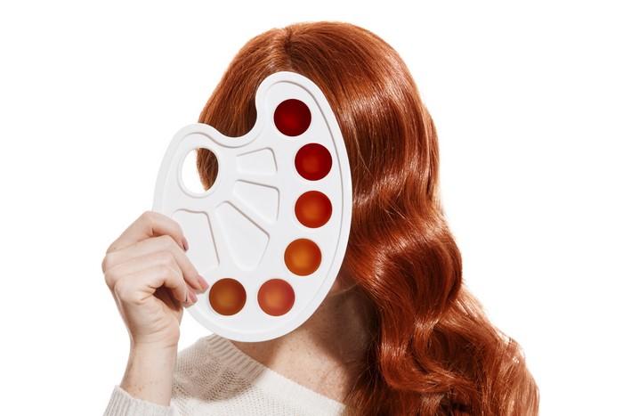 haare färben ideen kupfer haare mit blonden strähnen haare selber färben frau kupfer farbe mit palette