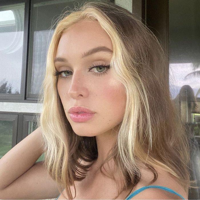 inspo kurzhaarfrisuren mit wellen welche strähnen passen zu blonden haaren haarfarbe trend 2021 ideen moderner kurzer haarschnitt