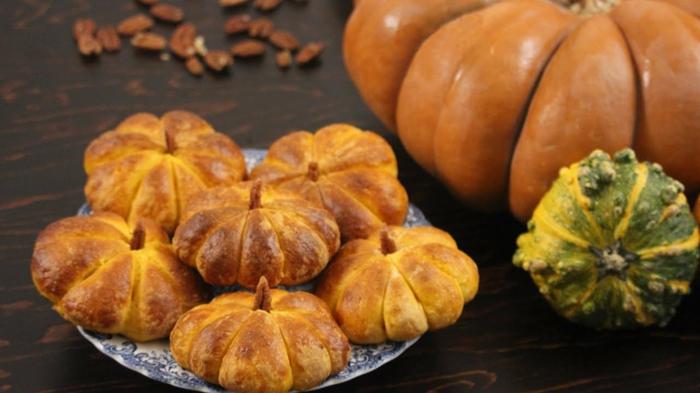 leckeres gebäck zu halloween kürbisbrot mit dinkelmehl selber backen halloween rezepte leicht und schnell