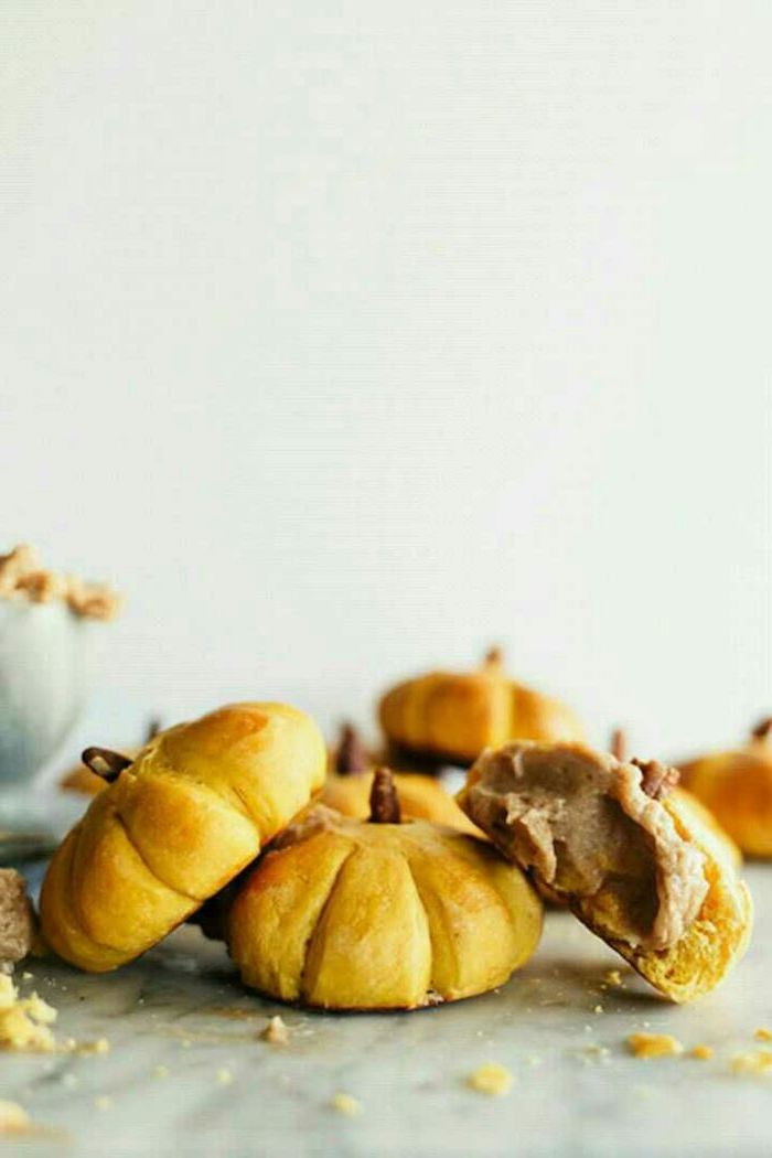 leichte backrezepte kürbisbrot rezept mit frischer hefe halloween gebäck selber machen