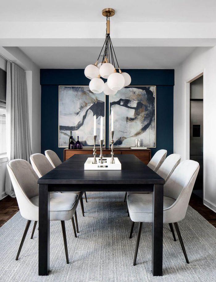 luxuriöse inneneinrichtung dekoration großes gemälde an der wand schwarzer holztisch weiße moderne stühle ideen esszimmer gestalten inspiration