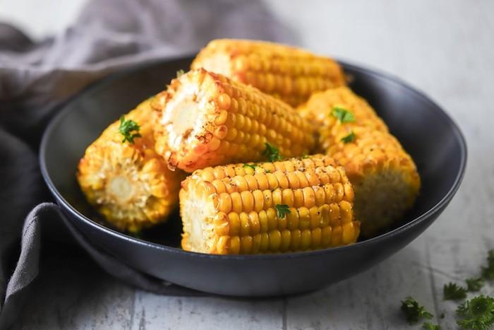 maiskolben kochen tipps rezepte für mexikanische gerichte mit gegrilltem maiskolben it frischer petersilie