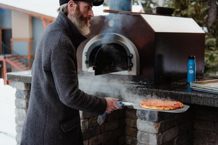 mann macht pizza im ofen wichtiges das sie vor dem kauf beachten sollten