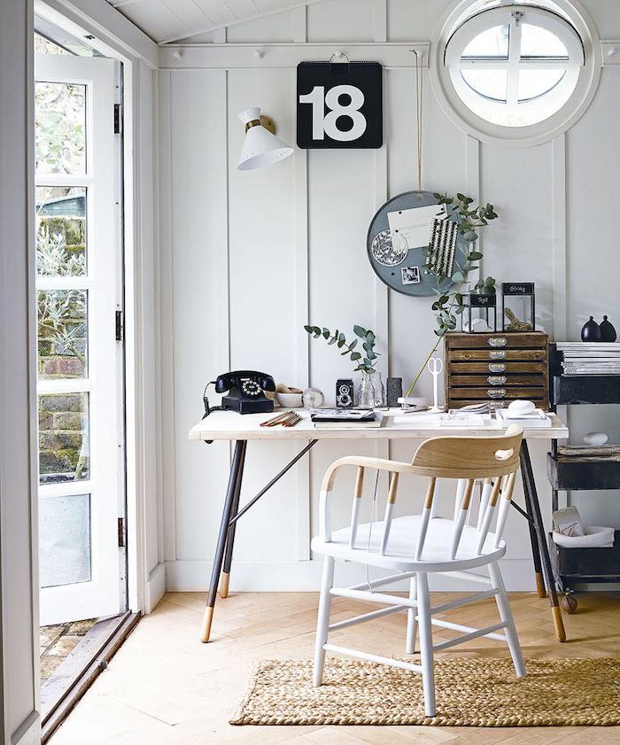 minimalistische inneneinrichtung home offcie ideen gartenhaus modern kleines rundes fenster stilvolles büro
