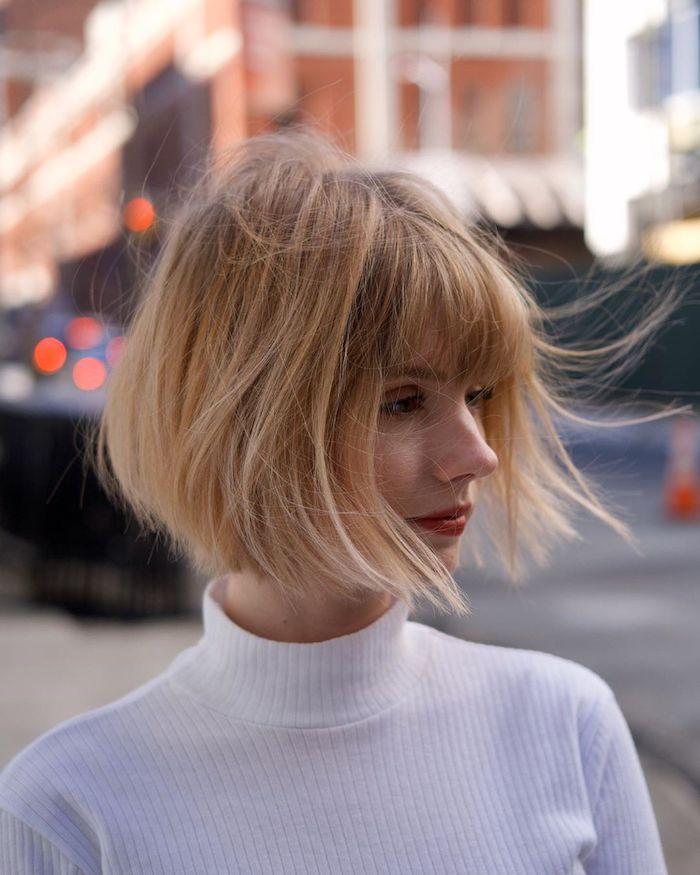 new york street style wieße rollkragen bluse pfiffige kurzhaarfrisuren frauen frech kurze blonde haare mit pony