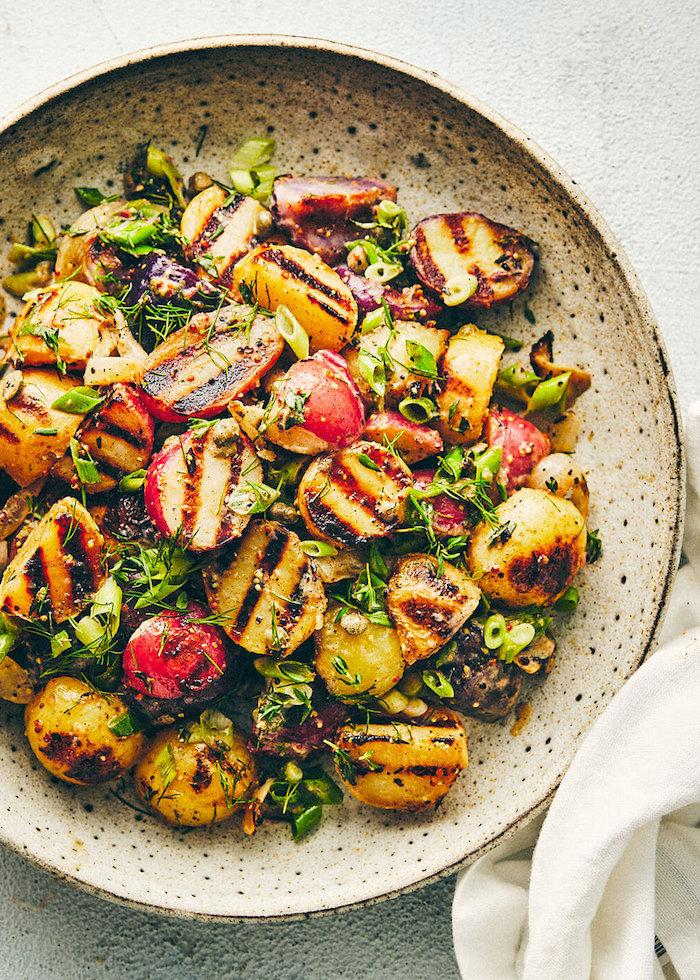 party salate zum grillen ideen kartoffeln grillen eine schpssel mit. salat mit tomaten und kartoffeln