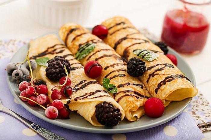 pfannkuchen füllung vegetarisch frische früchte heidelbeere himbeere gefüllte pfannkuchen rollen marmelade