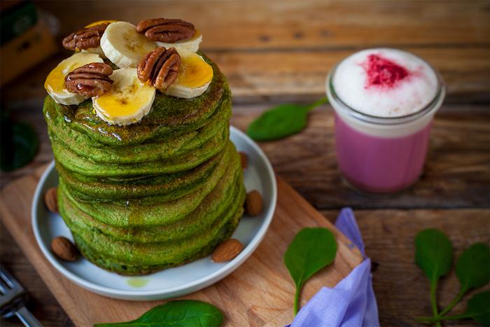pfannkuchen füllung vegetarisch füllung für pfannkuchen spinat wraps pancakes mit honig bananen nüssen grün