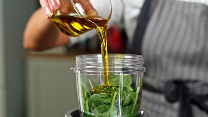 pfannkuchen vegetarisch füllung für pfannkuchen gefüllte pfannkuchen mit spinat frischer spinat und olivenöl in standmixer füllen