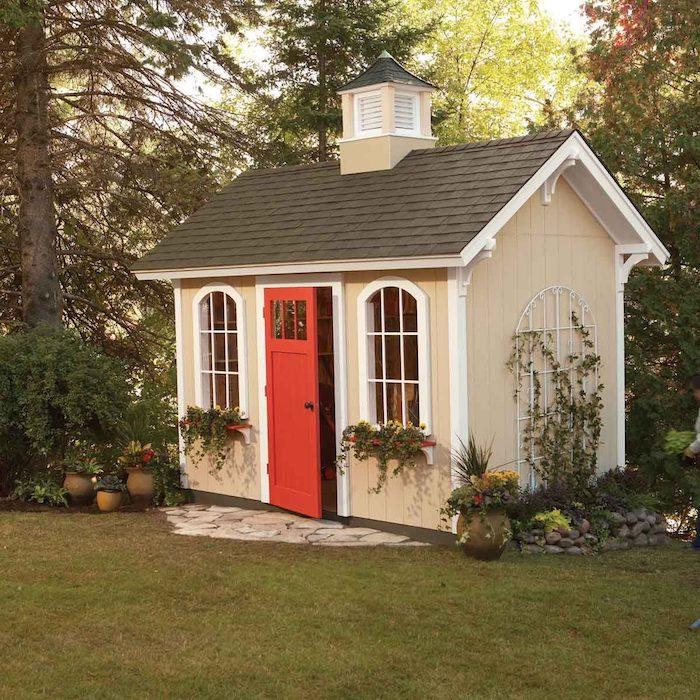 renovierung holz gartenhaus inspiration kleines gartenhäuschen mit roter tür und schornsteinjpeg