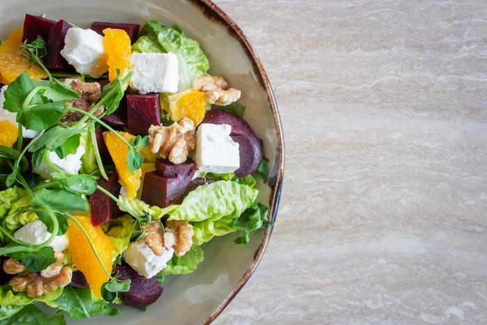 salat mit haselnüssen was kann man für salate zum grillen machen eine schüssel mit salat mit orangen