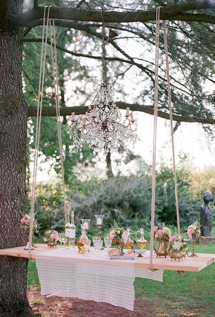 schauckel als tisch gartengestaltung beispiele und bilder romantische außeneinrichtun garten party ideen und inspo vintage kronleuchter