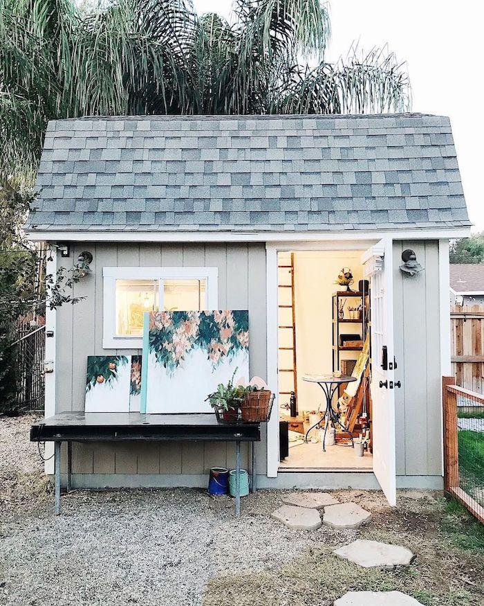 schöne bilder an die wand modernes weißes häuschen holzhaus garten einrichten inspo gartenschuppen umwandeln in kunstatelier
