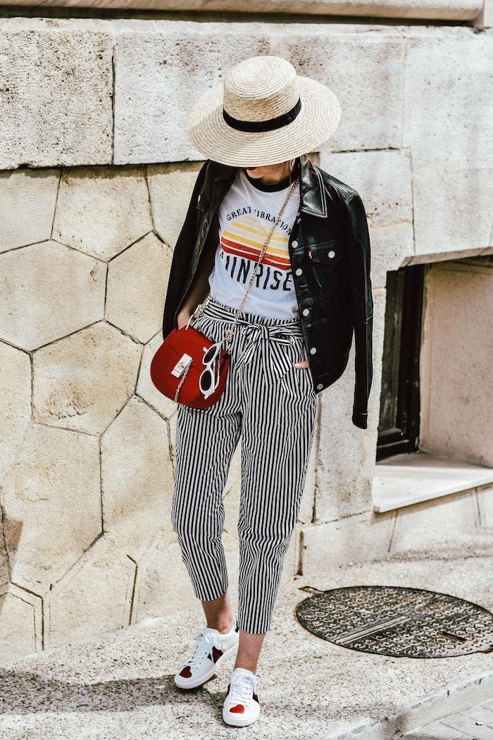 schwarz weiß gestreifte paperbag hose stylen weißes t shirt mit print gucci sneaker rot mini tasche leder jacke levis sommer strohhut