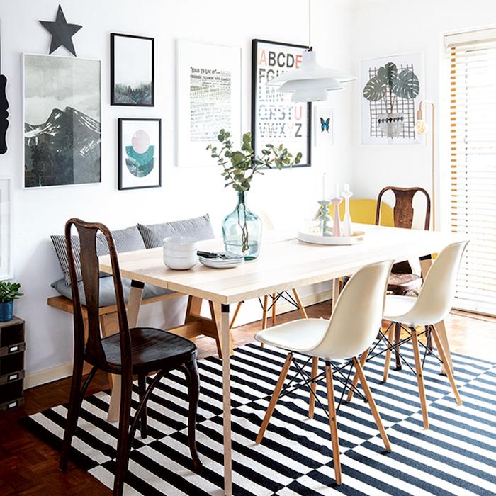 schwarz weißer teppich esszimmer gestalten modern großer holztisch stühle verschiedene farben wandgestaltung mit bildern inneneinrichtung inspiration