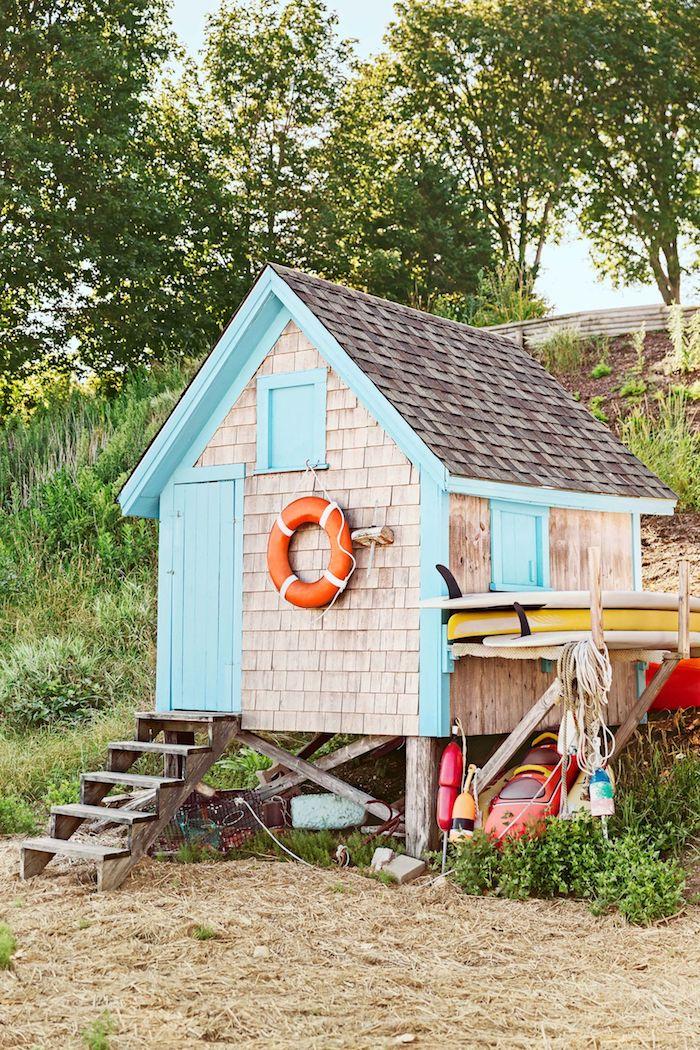 süßes modernes gartenhaus blaue tür maritime deko wie kann ich mein gartenhäuschen einrichten ideen und inspiration