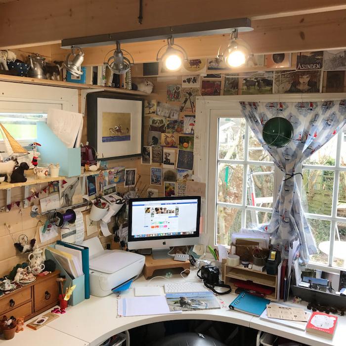 umwandlung und renovierung gartenhaus holz home office apple mac computer fotos und bilder an die wand blaue gardien mit schiffen
