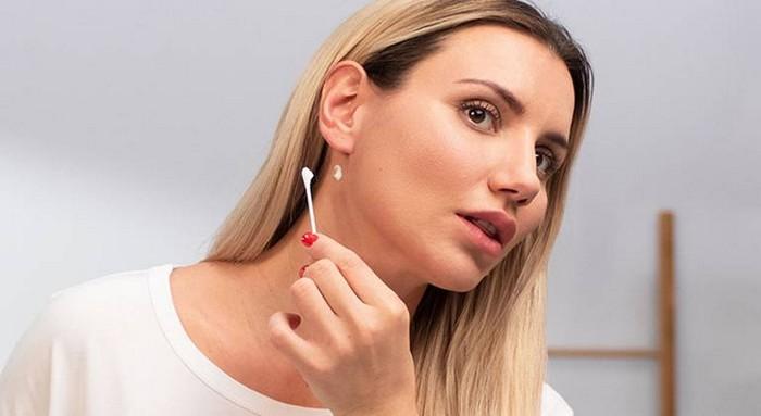 untere haare färben haaransetz färben mittelblonde haare haare tönen farbe verträglichkeitstest hinter dem ohr
