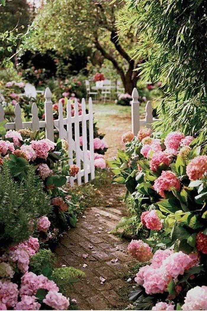 vorgarten bpinke blumen und pflanzen weißer zaun schöne gärten bilder außeneinrichtung inspiration