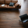 wohnzimmer einrichten fliesen aus feinsteinzeug in holzoptik ein tisch aus holz