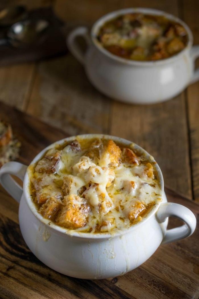 zwiebelsuppe französisch suppe mit zwiebel käse und bruschettas was koche ich heute