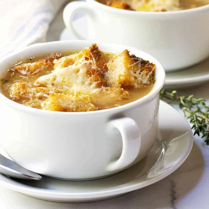 zwiebelsuppe französisch suppe mit zwiebel käse und kräutern rezepte für jeden tag