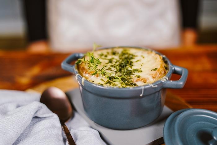 zwiebelsuppe rezept einfach und schnell leckeres vegetarisches gericht gemüsesuppe französische speise