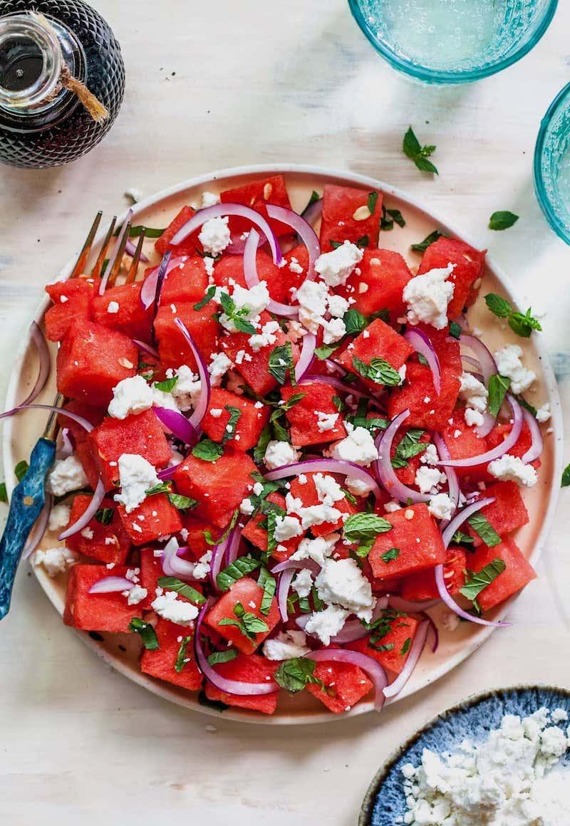 1 feta wassermelone salat mit minze und zwiebel