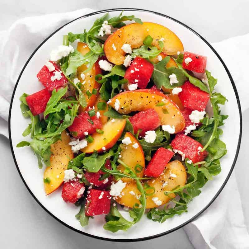 5 frischer melonensalat mit feta rucola und pfirsichen