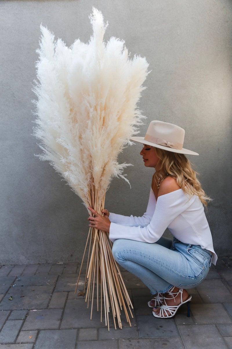 6 elegante dame großer strauß pampasgras deko ideen