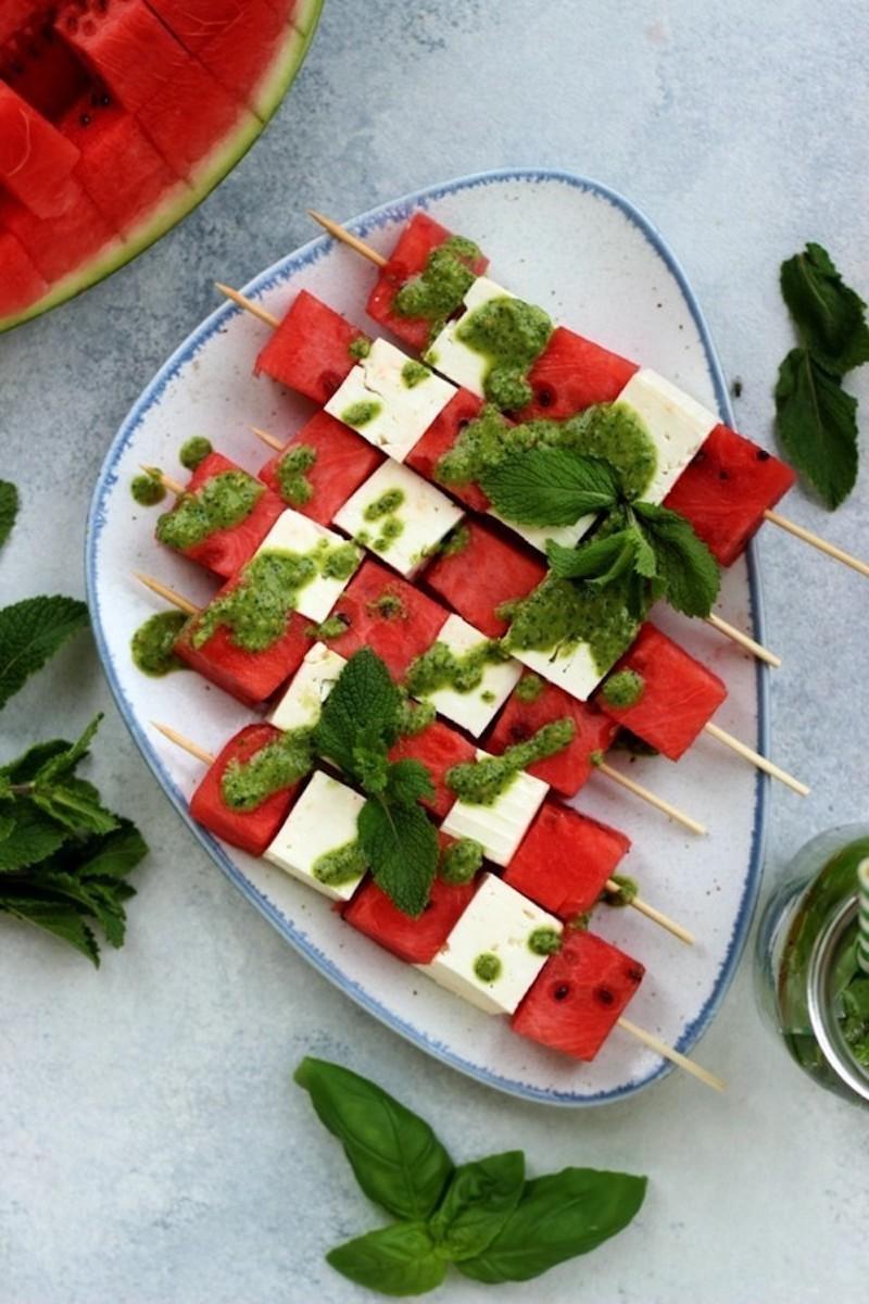 6 wasser melone salat aperitifspies mit feta käse und pesto