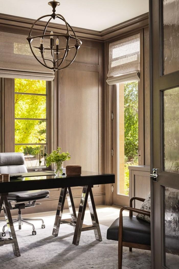büro gestalten schreibtisch home office einrichten arbeitszimmer einrichten großer schreibtisch mit lederstuhl zimmer mit viel licht große fenster