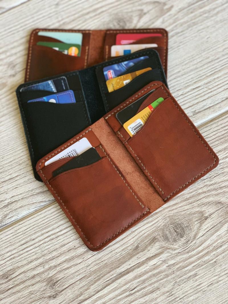 drei kreditkartenetuis aus leder