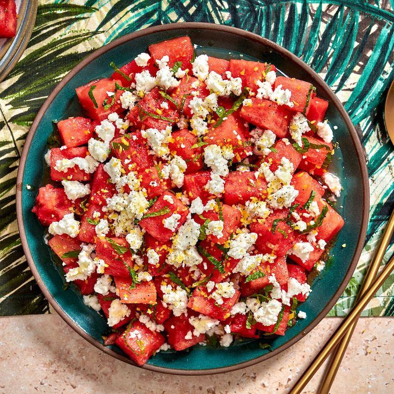 erfrischender salat mit wassermelone und feta käse