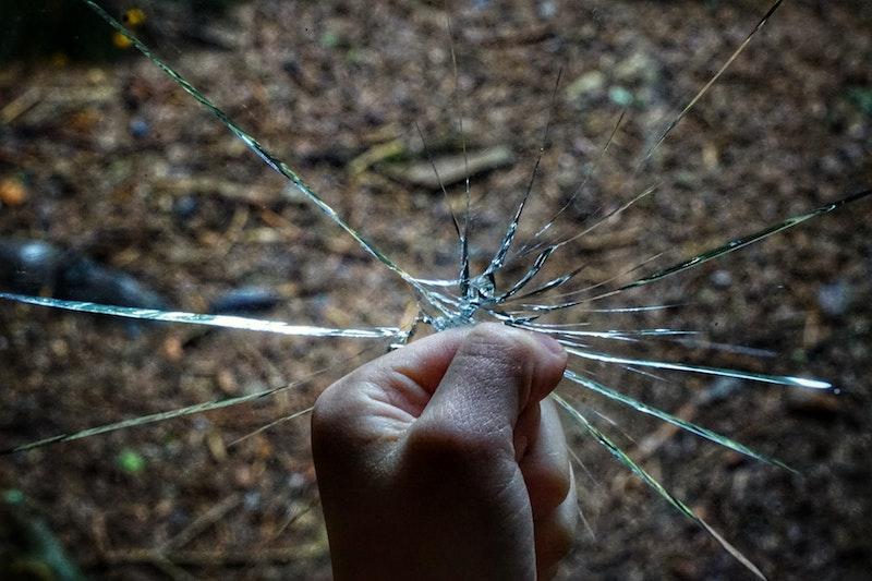 glasfolie fensterfolie blickdicht sichtschutzfolie klebefolie gegen bruchfest glas mit faust brechen