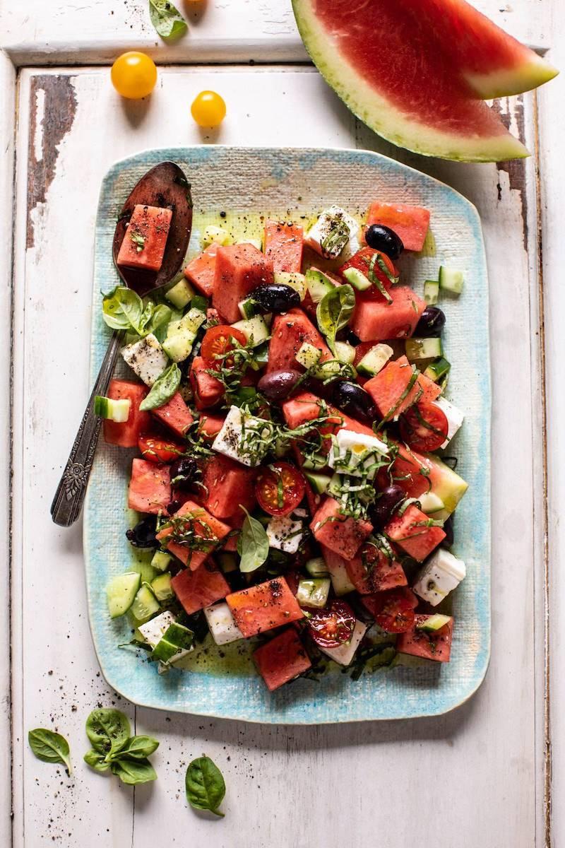 griechischer melonensalat mit feta schwarzen oliven und gruken