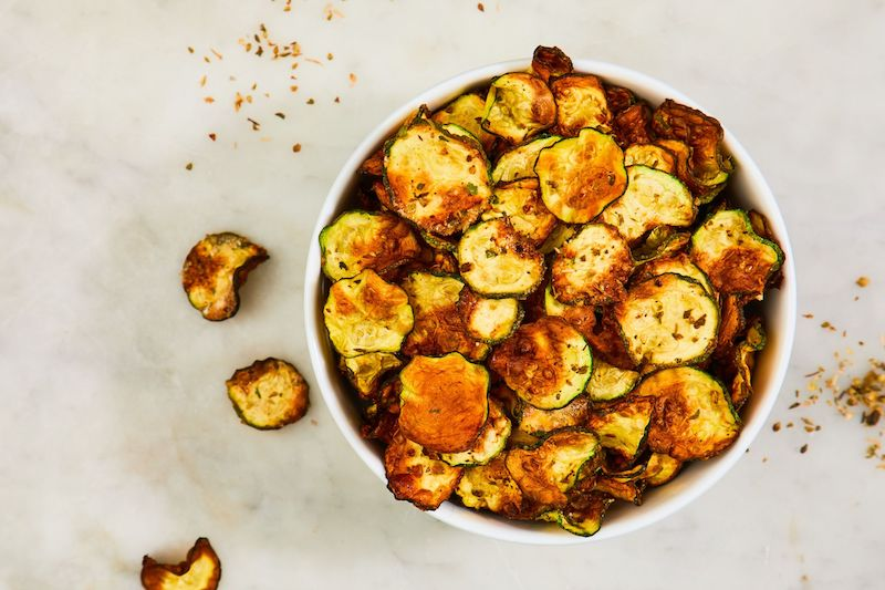 große schale mit chips kalorien zucchini infos