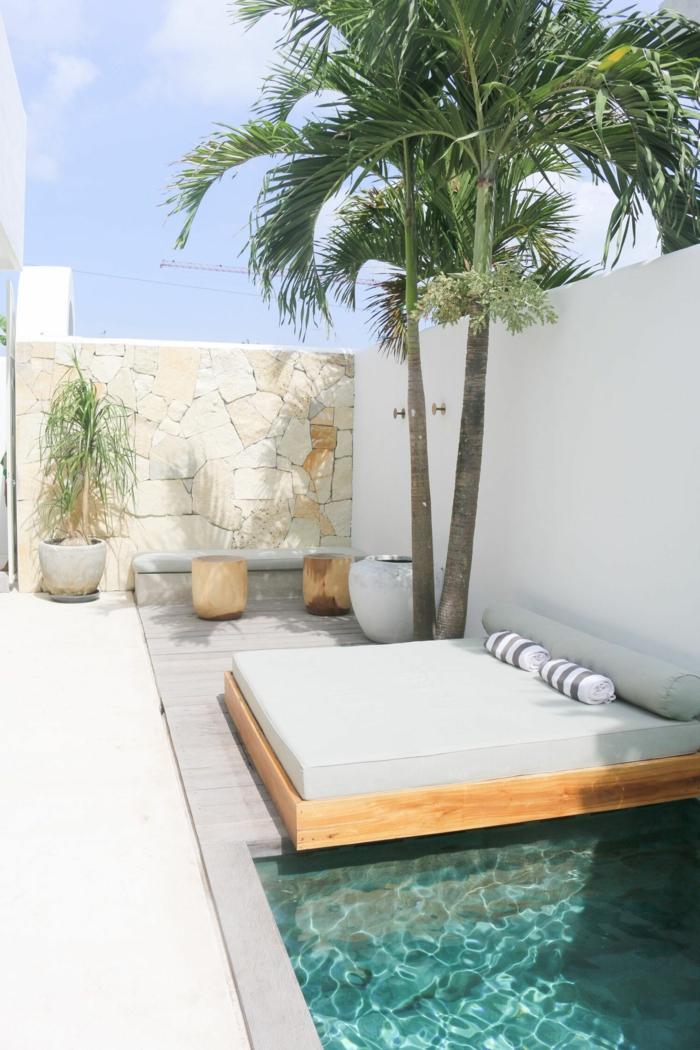 ideen inspo für pool für klenen garten großes gartenbett deko pflanzen große palme