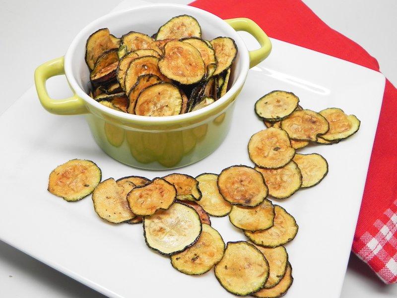 kleiner topf mit chips frittierte zucchini selber machen