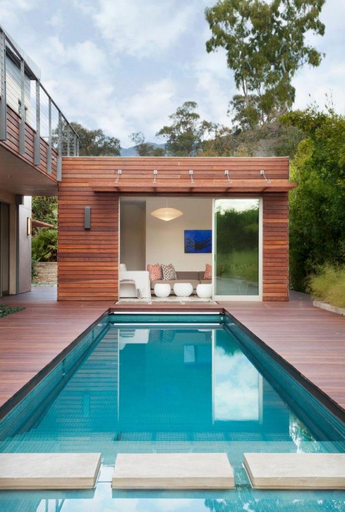 kleines haus mit schwimmbad ideen für poolumrandung poolhaus aus holz luxuriöse außeneinrichtung