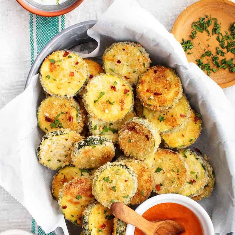 köstliche gebackene zucchini chips mit wenig kalorien