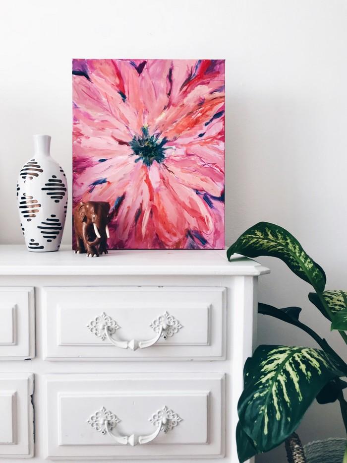 kommode weiß hochglanz kommode kaufenä kommode schlafzimmer küche kommode kommode 120 cm breit weiße händel gemälde mit rosa blume keramikvase pflanz