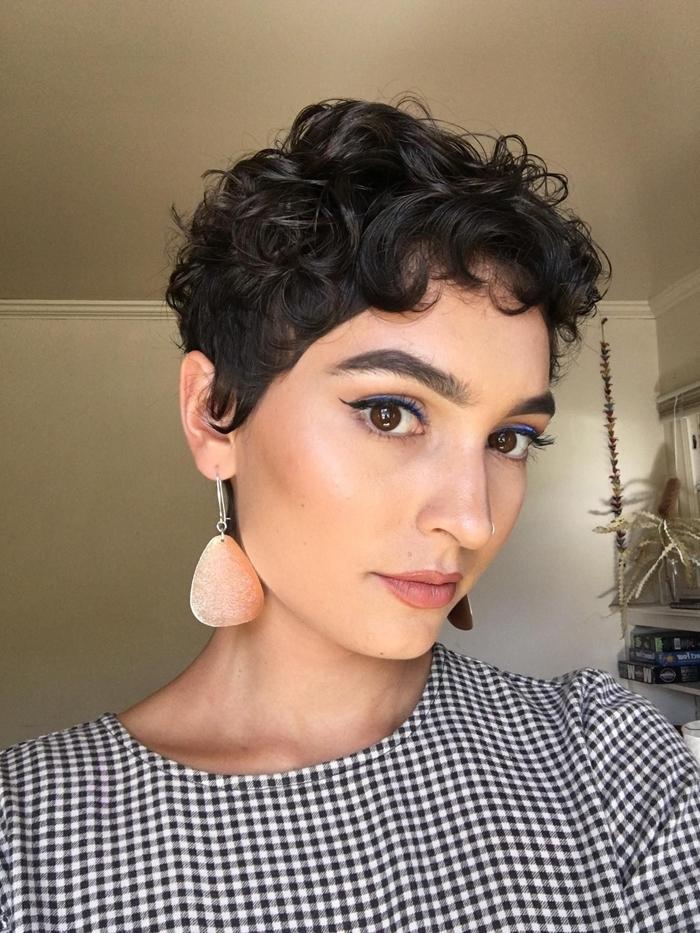 kurze haare locken frisurenideen für den sommer sommerfrisuren praktische damenfrisuren