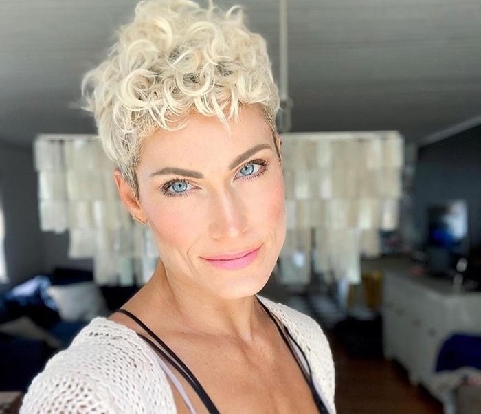 kurze haare locken schritt für schritt blonde haare kurzhaarfrisuren damen ideen kurzhaarschnitte