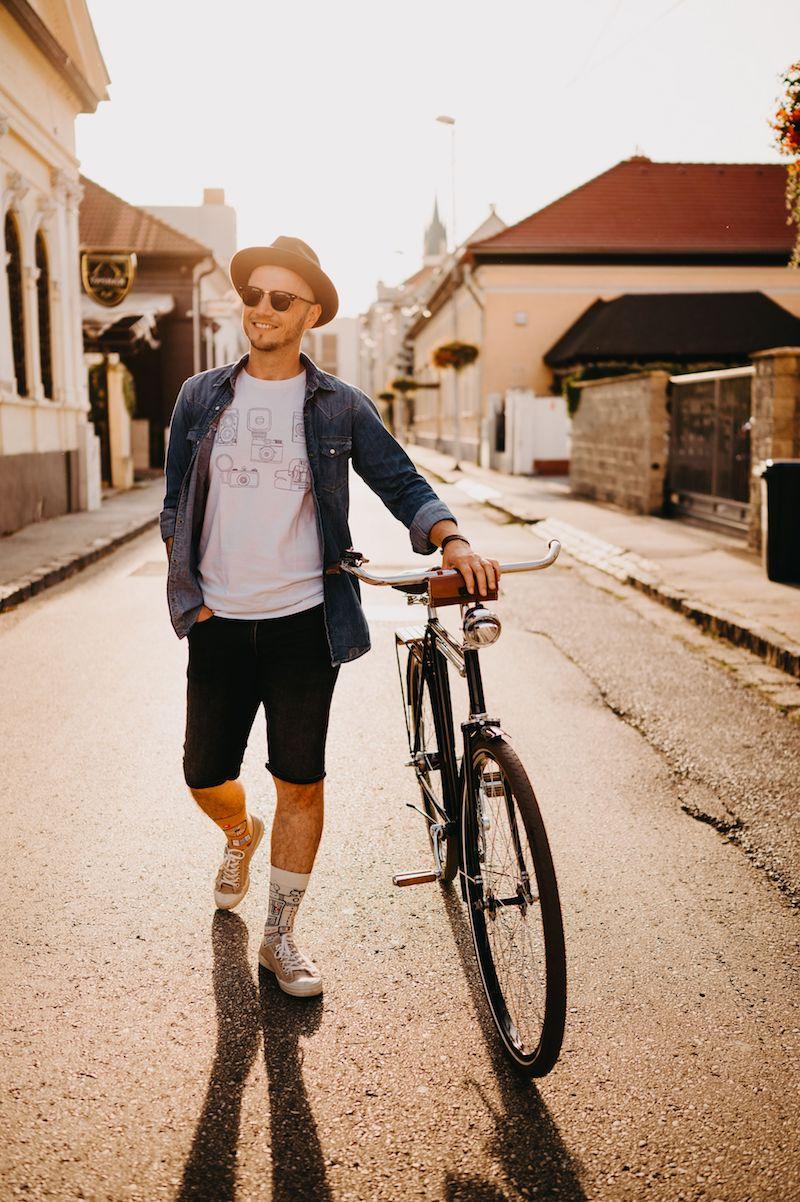 männer bekleidung dedoles lustige socken junger mann mit fahrrad