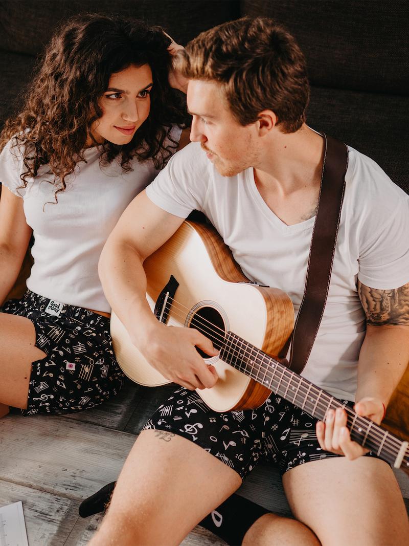 mann spielt gitarre unterhosen für männer und frauen für heiße tage unterwäsche kaufen