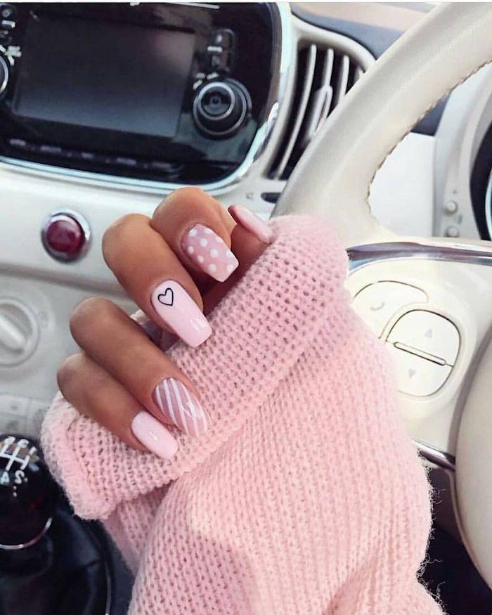 nägel farben sommer gelnägel 2021 nägel ideen rosa für sommer 2021 nägel 2021 frau im auto in pullover gelnägel ideen baby pink mit details