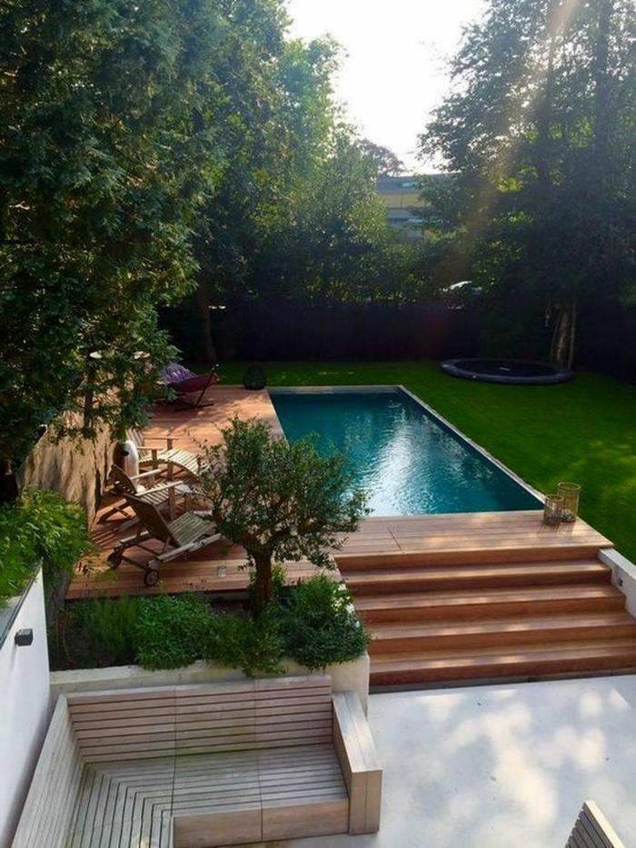 outdoor garten mit kleinem schwimmbad mit treppen swimming pool garten grüne pflanzen